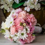 Il bouquet e il mazzo di fiori perfetto per un battesimo