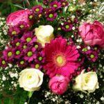 Mazzo di fiori rosa e bianchi - idee regalo per la festa della mamma