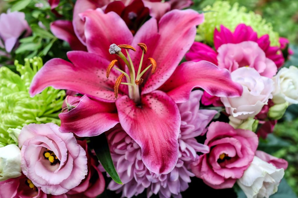 Bouquet floreale sulle tonalità rosa - idee regalo per la festa della mamma