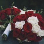 Bouquet di rose rosse e bianche per matrimonio - FioriOnline