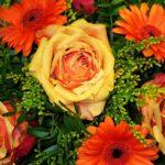 Gerbere arancioni e rose gialle - FioriOnline